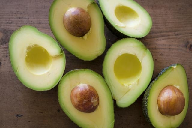 アボカド|「食べる美容液」と呼ばれる美肌最強フード