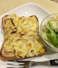 コーンとちくわのチーズトースト