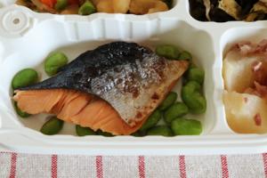 鮭の塩焼き弁当②