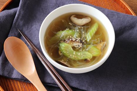 セロリときのこの中華スープ
